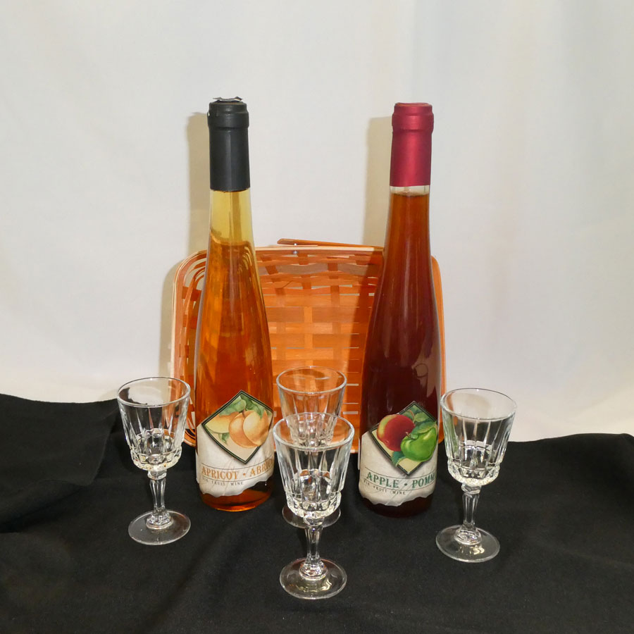 Basket of 2 Fruit Wines and 4 Wine Glasses